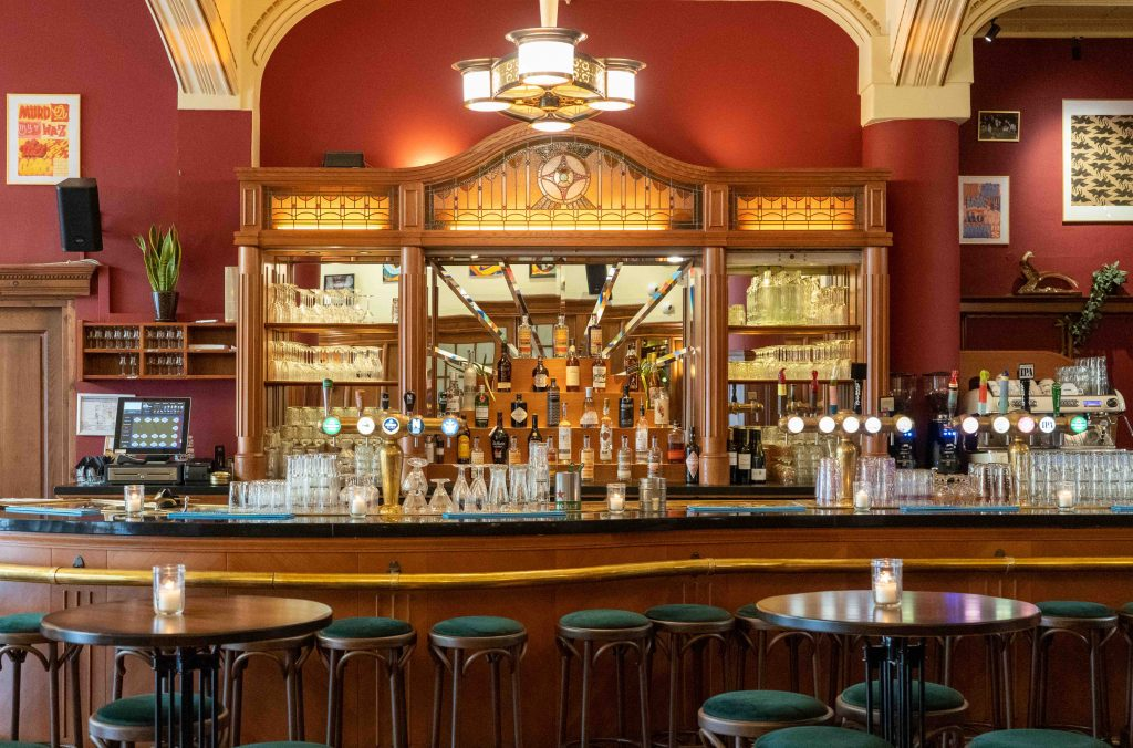 Café Kuyl Rembrandtplein Amsterdam Borrelen eten