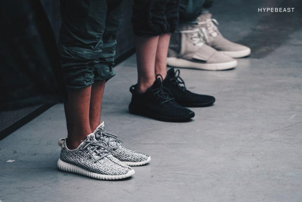 De adidas Originals Yeezy Boost 350 Black sneaker komt eraan