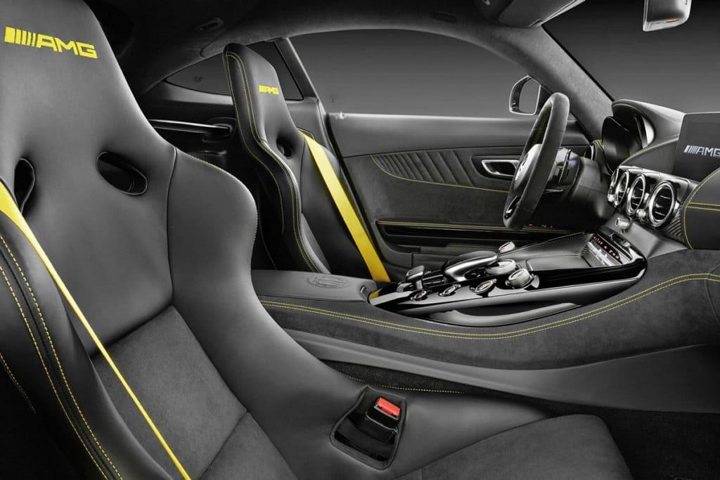Mercedes-Benz-AMG-GT-R-4