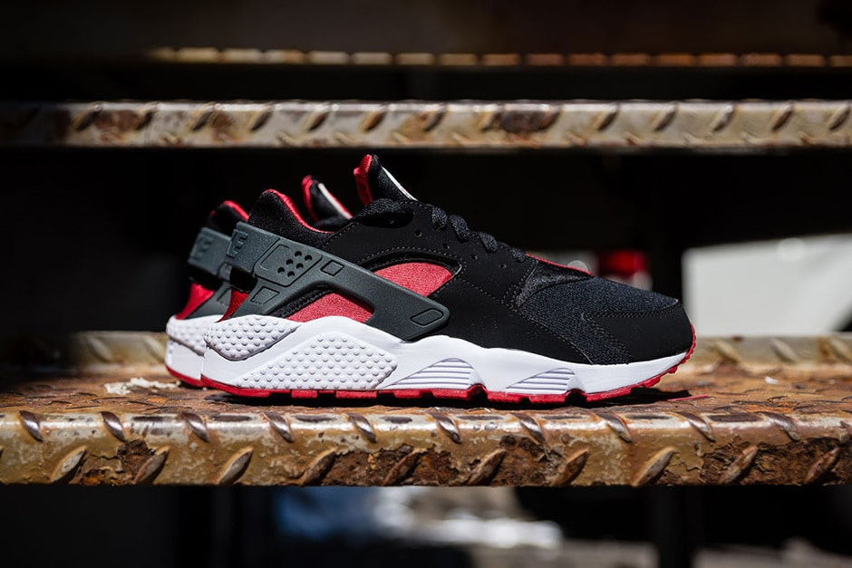 Nike Air Huarache Black:University Red Sneaker mannenstyle 1