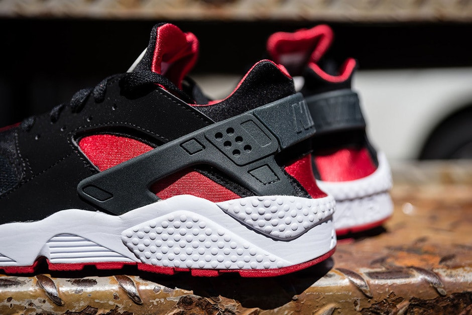 Nike Air Huarache Black:University Red Sneaker mannenstyle 3