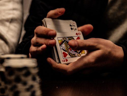 Zo organiseer je een echte mannen casino-avond bij je thuis