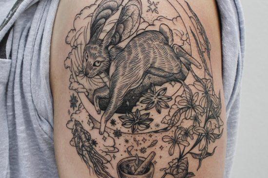 tattoos met zwarte lijnen - A-B M tattoos