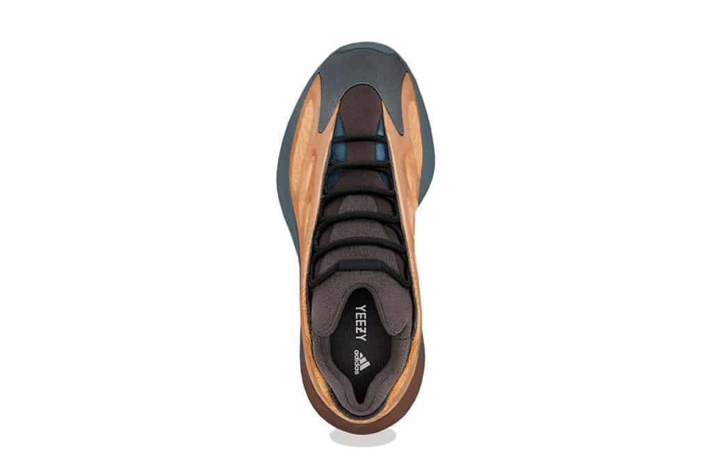 """adidas YEEZY 700 V3 """"Copper Fade"""""""