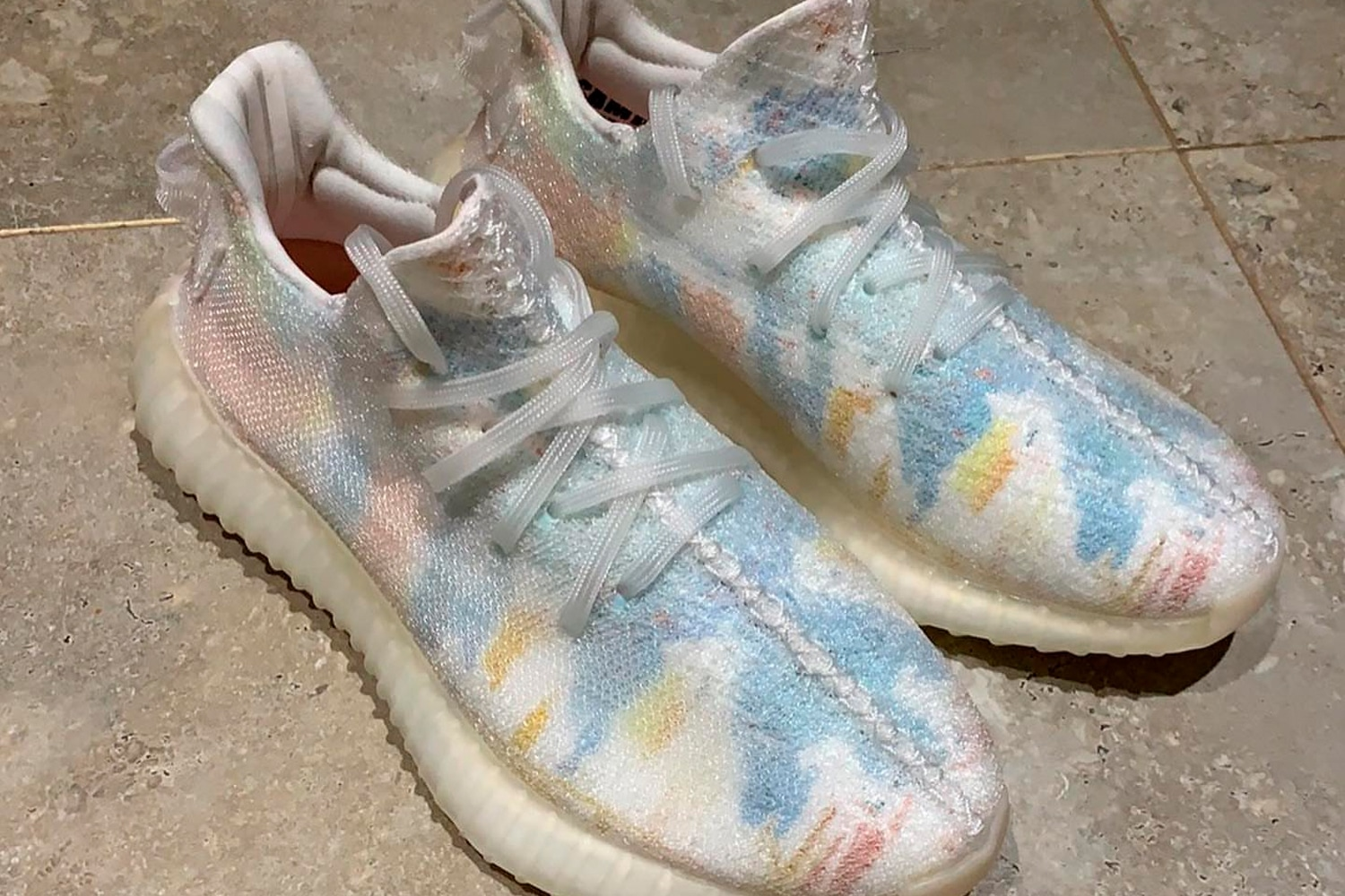 adidas YEEZY BOOST 350 V2 Friends & Family