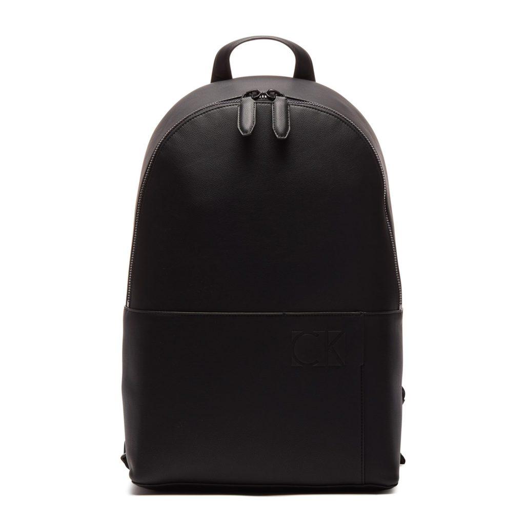 27e048d9826 De oneindige trend van de zwarte rugzak in moderne vormen. rugzak kopen  trends