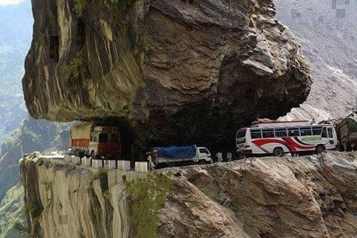 gevaarlijkse-wegen-ter-wereld-Karakoram-Highway-Pakistan