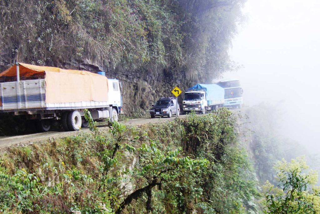 gevaarlijkste-wegen-wereld-el-camino-de-la-muerte-bolivia