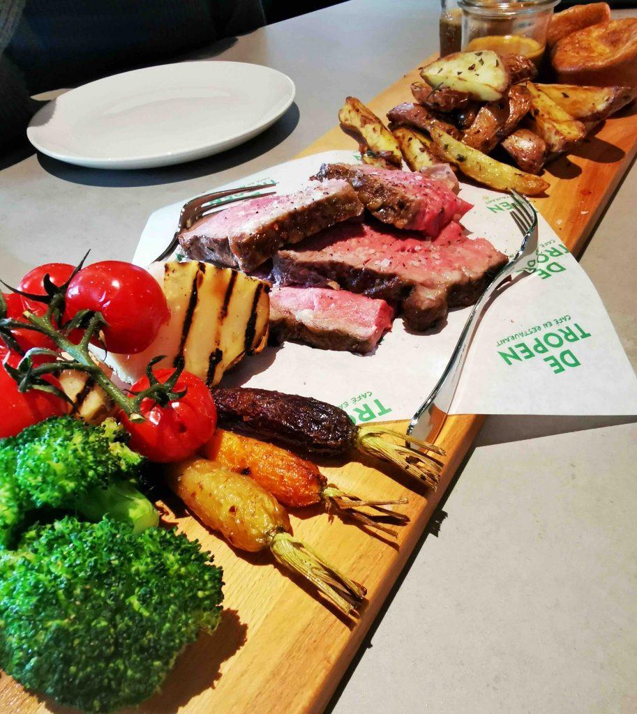 hotel de tropen arrangement staycation amsterdam diner overnachting Sunday Roast