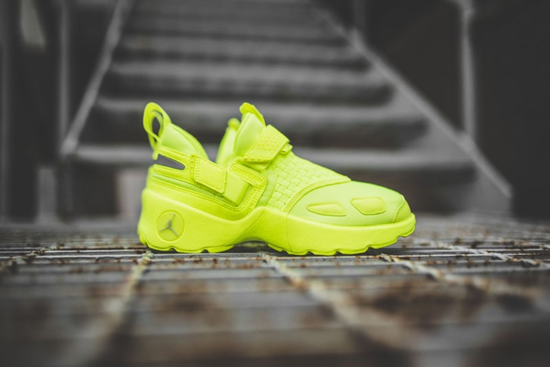 Jordan Trunner LX Energy Volt sneakers
