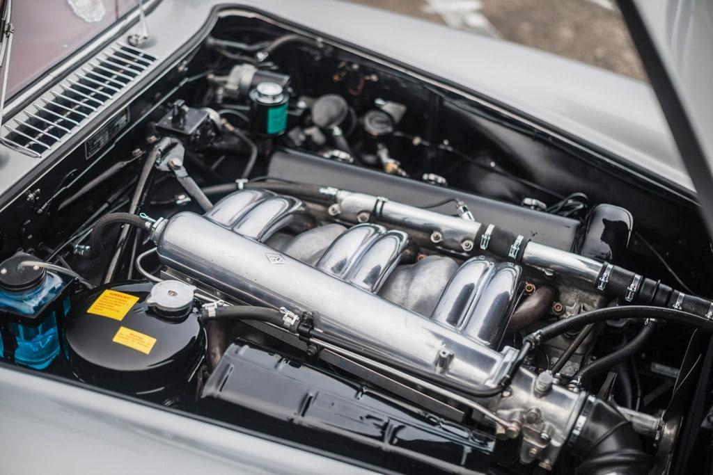 mercedes-benz-w198-gullwing-racer-veiling-klassieker-auto-mannenstyle-1