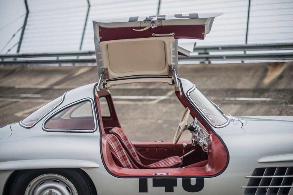 mercedes-benz-w198-gullwing-racer-veiling-klassieker-auto-mannenstyle-4