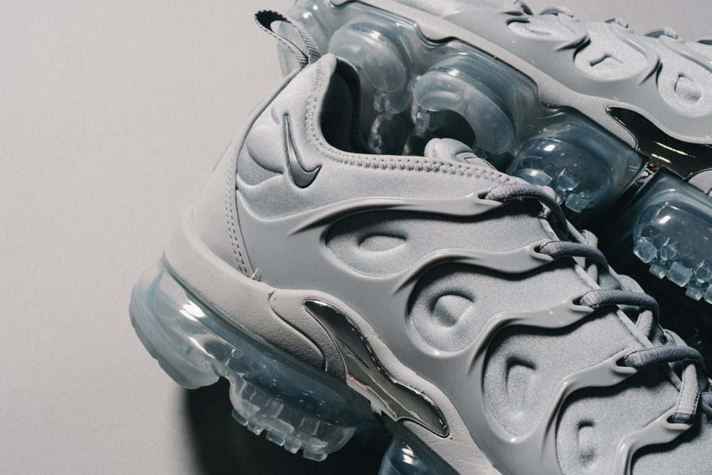 ecec856964d Nike Air VaporMax Plus Cool Gray in close-up | MANNENSTYLE