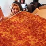 's Werelds grootste pizza kost $250