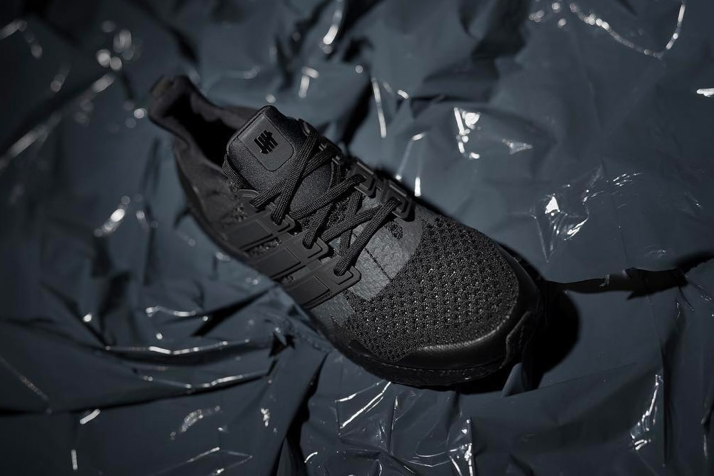 UNDEFEATED x adidas UltraBOOST Triple Black | MANNENSTYLE
