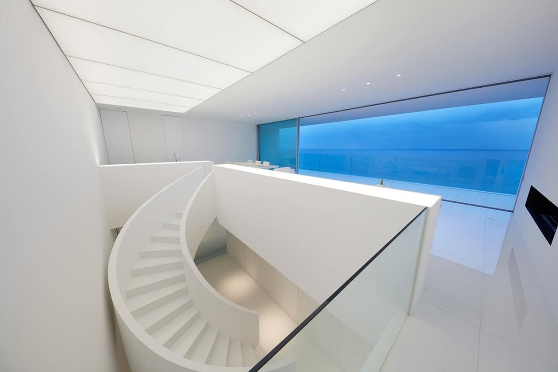 Droomhuis minimalistische japanse villa met zeezicht mannenstyle